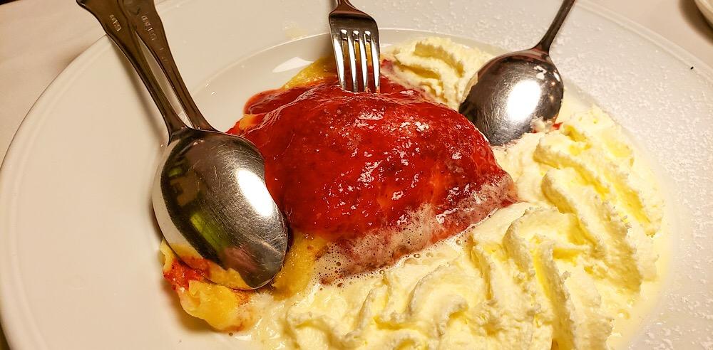 Leupold Das Wiener Restaurant Wiener Kaiserschmarren crepe dessert Vienna Austria