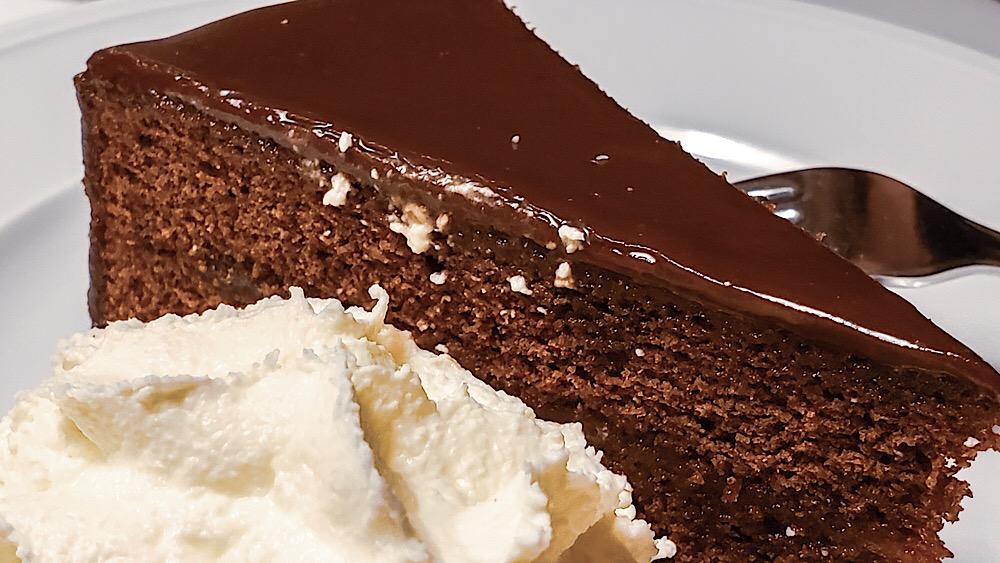 Leupold Das Wiener Restaurant Sachertorte chocolate cake torte Vienna Austria